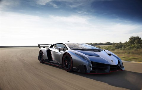 2013-Lamborghini-Veneno-on-the-road